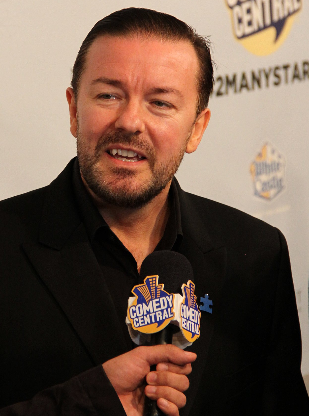 Ricky Gervais, enthusiastic atheist and lampooner of mumbo-jumbo. Smart guy. Funny too. Wikimedia commons.